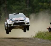 JARI-MATTI LATVALA APRIPISTA CON LA VOLKSWAGEN POLO R WRC AL 12° RALLYLEGEND